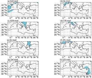 configurations spatiales récurrentes des jours de pluie extrêmes (données E-obs, septembre à mars, période 1979-2014). Configurations issues d'une classification (k-means) d'une matrice binaire avec 1= dépassement du seuil et 0= non dépassement. a) ALB med - Mer d'Alboran, b) GL med - Golfe du Lion, c) ADR med - Adriatique, d) TYR med - Mer Tyrrhénienne, e) EG med - Mer Egée, f) ATL med - Atlantique, g) Def med - Déficit et h) LEV med - bassin Levantin. En bleus, les secteurs pour lesquels le 90ème centile des pluies quotidiennes est dépassé. Tiré de Ullmann et Raymond, 2017.