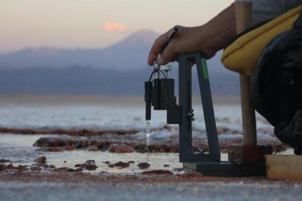 Sonde mesurant les teneurs en oxygène des tapis microbiens dans le désert d'Atacama